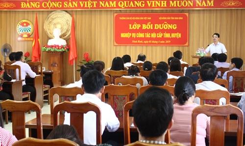 Đ/c Đinh Hồng Thái - TUV, Chủ tịch Hội Nông dân tỉnh phát biểu bế giảng tại lớp bồi dưỡng nghiệp vụ công tác Hội.