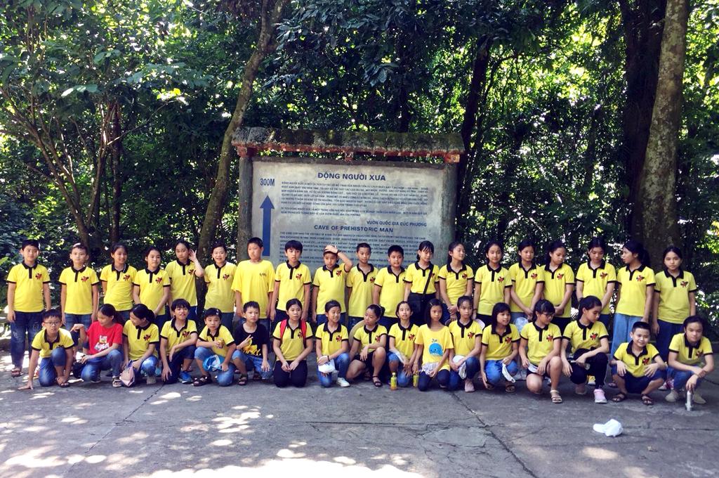 Các em học sinh Trường Tiểu học Trần Phú (thành phố Tam Điệp) đi trải nghiệm hè tại các điểm du lịch trong tỉnh.